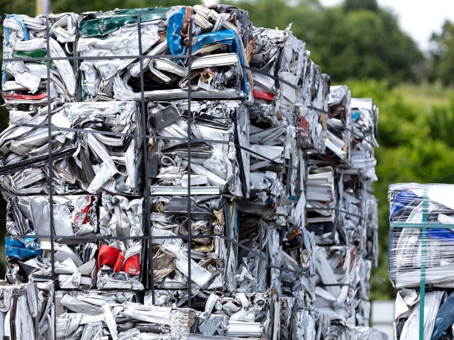 Crushed metal waste cubes